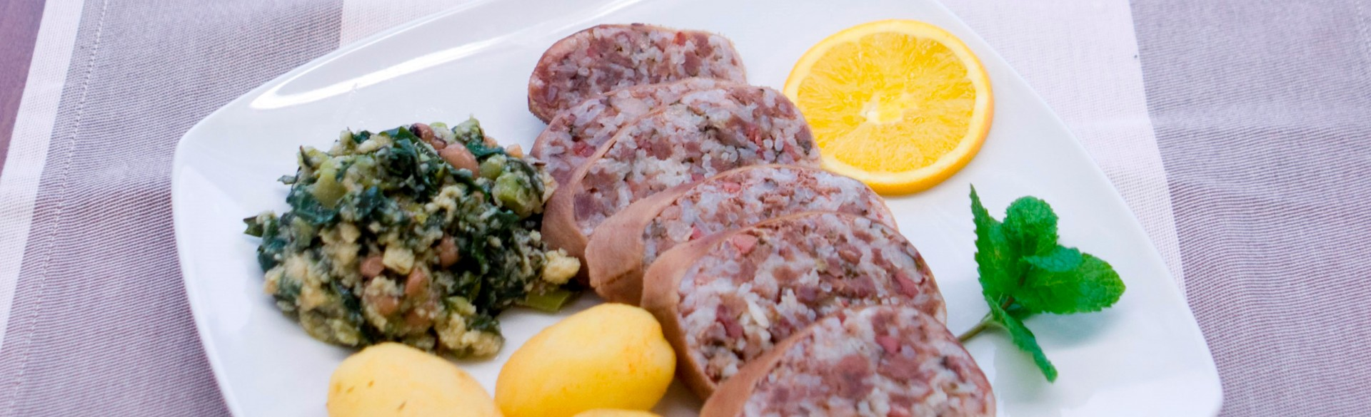 Maranhos (stuffed goat sausages)